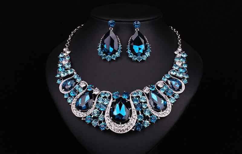 Mẫu trang sức gắn đá Sapphire luôn sở hữu mức giá cao.