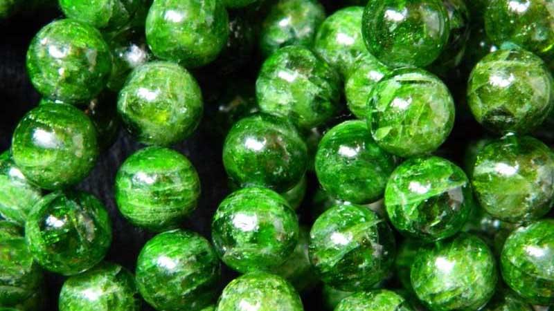 Sắc xanh đặc biệt của đá Diopside.