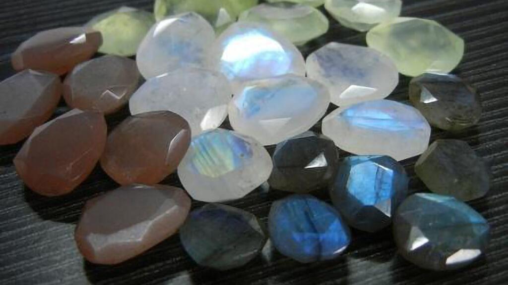 Một Số Màu Sắc Của đá Chalcendony