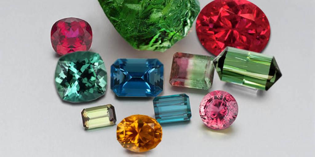 """Tourmaline có nghĩa là """"tinh thể nhiều màu"""" chính vì chất đá này có rất nhiều màu sắc khác nhau."""