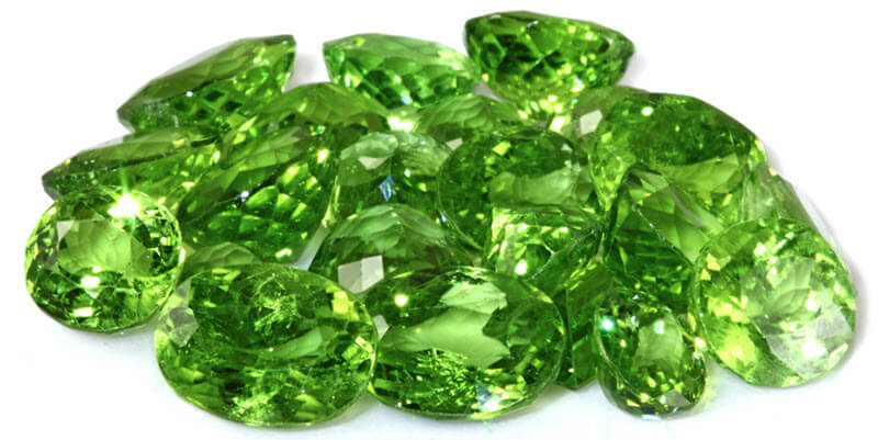 Đá Emerald Có Màu Xanh Lục đặc Trưng