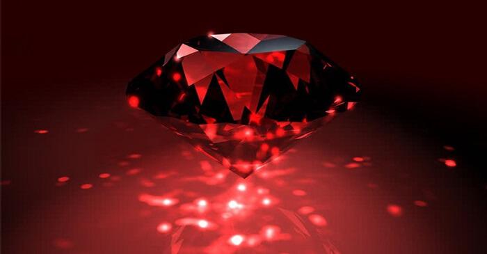 Kim cương đỏ là loại đá quý khan hiếm được chọn dùng làm trang sức giá trị cao