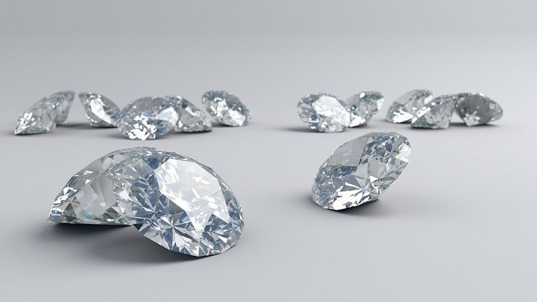 Các mặt cắt trên kim cương làm ảnh hưởng đến khả năng khúc xạ ánh sáng, độ trong suốt nên những nhà sản xuất phải tính toán, đo lường rất kỹ