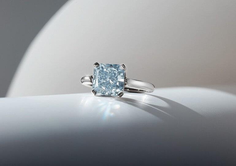 Kim cương được sử dụng nhiều trong trang sức và đồng hồ
